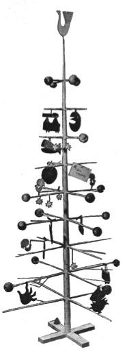 Stig Lindbergs julgran i trä, tillverkad av honom själv.